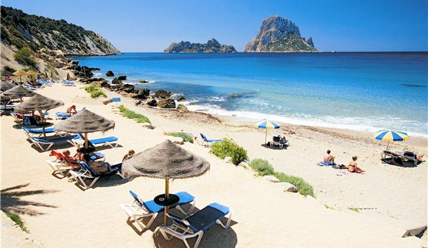 Испанская Ибица: ночная жизни и спокойный отдых